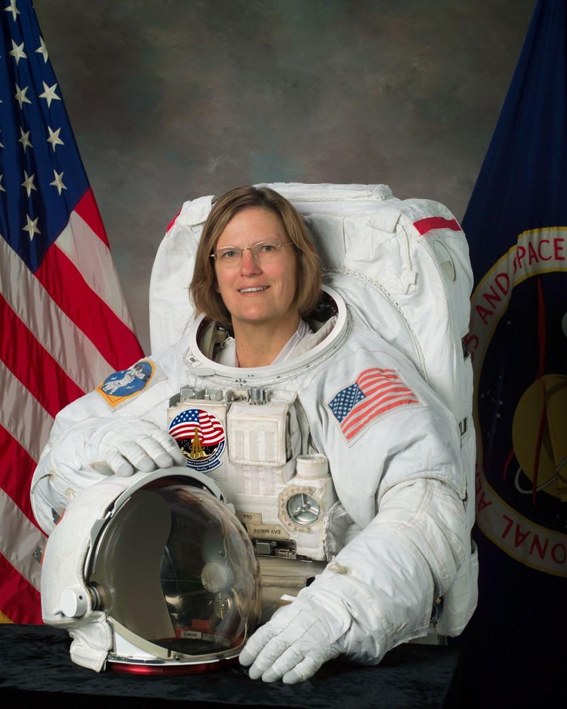 Uzayda yürüyen ilk ABD'li kadın astronot yeniden tarih yazdı - 1