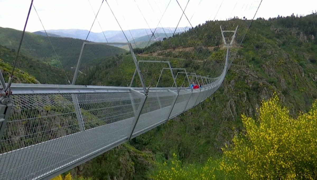 The longest suspension bridge in the world was built