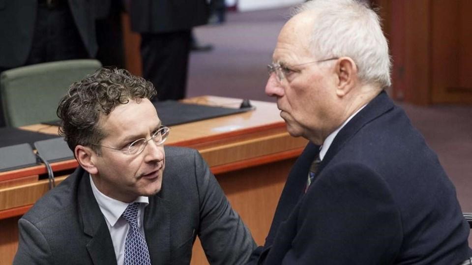 Yeni bir mali program konusunda Yunanistan'ı ikna edemeyen Alman ve Hollanda maliye bakanları kara kara düşünüyor.