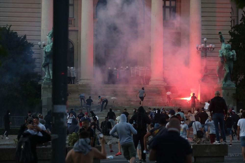 Sırbistan'da Covid-19 tedbirlerine karşı gösteriler sürüyor - 10