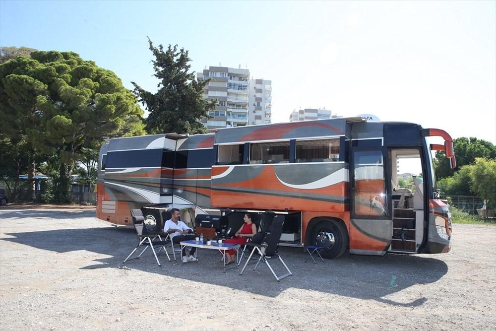 Gezme tutkusuyla hayallerinin peşinden gitti: Otobüsü lüks karavana dönüştürdü - 9