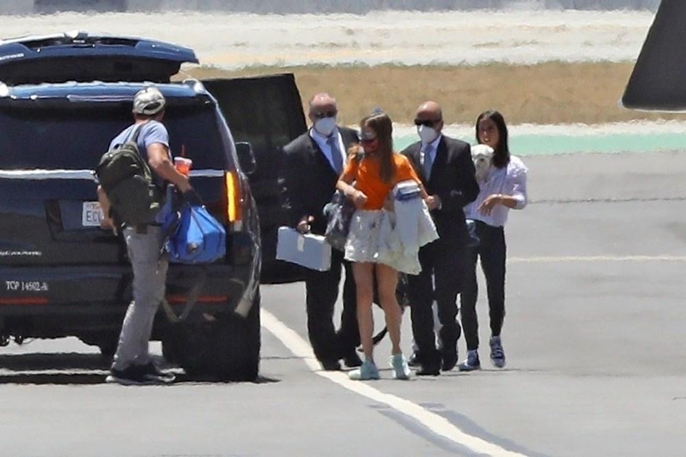 Ben Affleck ile Ana de Armas'dan özel jetle tatile çıktı - 3