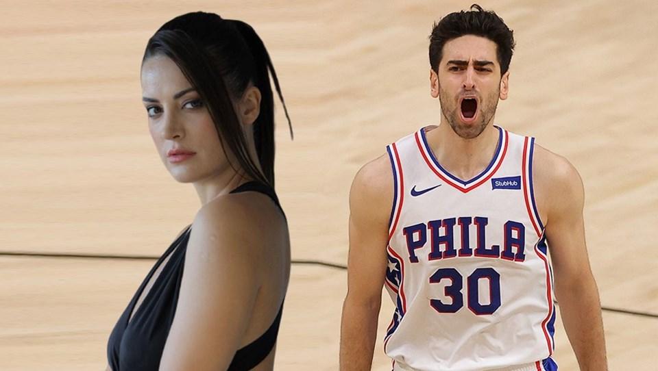 Korkmaz, NBA'de Philadelphia 76ers takımında kariyerine devam ediyor.