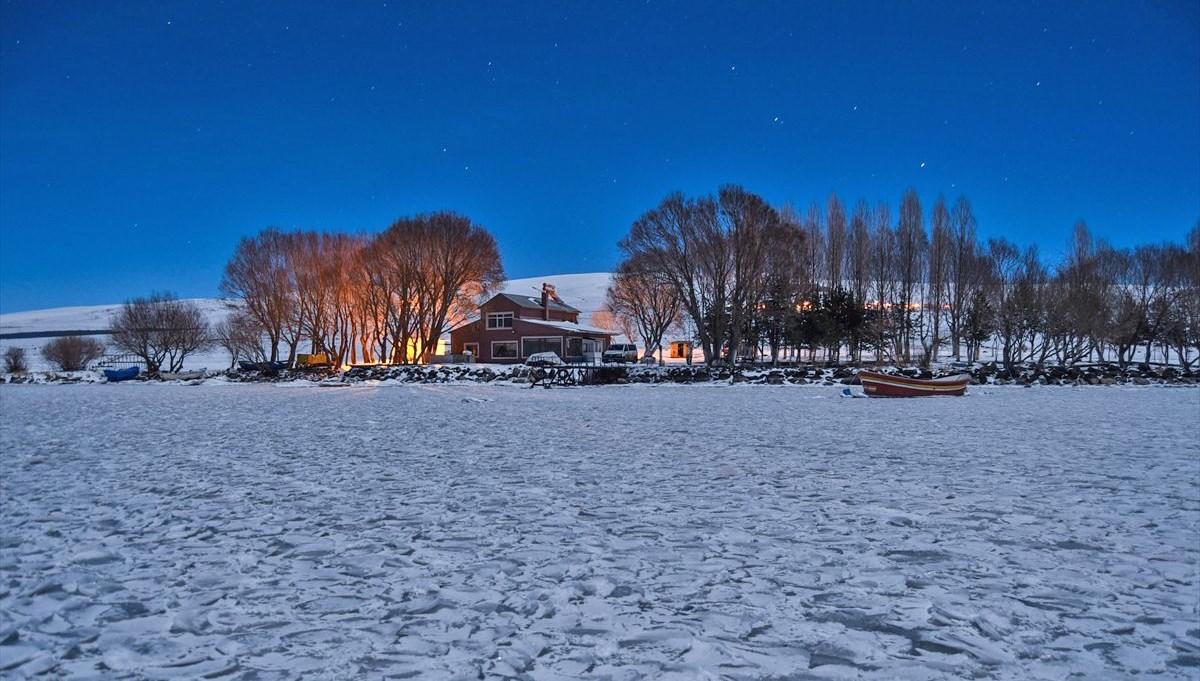 Çıldır Gölü'nde masalsı kış güzelliği