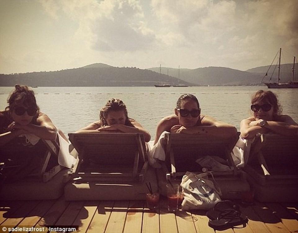 Kate Moss, Bodrum'daki detoks kliniklerinin gediklisi. Sık sık da tenha plajlarda güneşe çıkan İngiliz modelin fotoğraflarını arkadaşları Instagram'dan paylaşıyor...