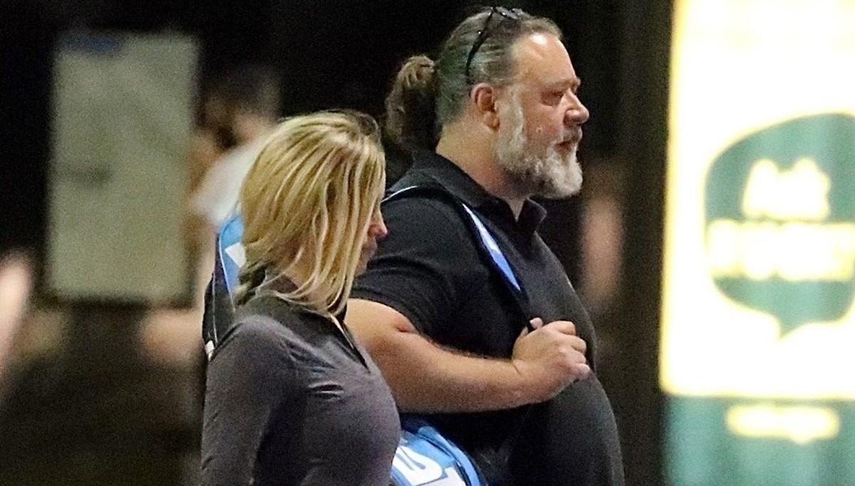 Russell Crowe ile sevgilisi Britney Theriot tenis kortunda