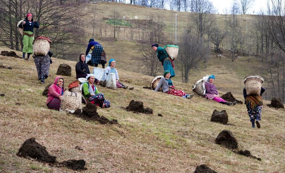 Karadeniz'in çalışkan kadınları: Köy toplansa evde tutamaz - 15