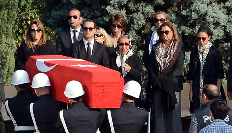 Ölümünün şüpheli bulunması üzerine Özal'ın mezarı açılmış ve naaşından örnekler alınmıştı.