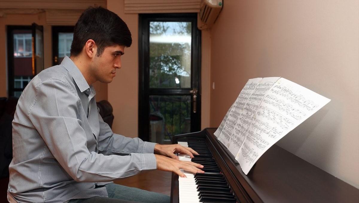 Türkiye'nin ilk otizmli doktora öğrencisi, müzik dehası Buğra oldu