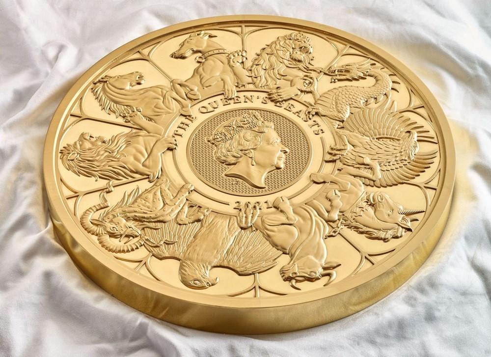 Kraliçe Elizabeth'in canavar figürlerini temsil eden madeni para - 5