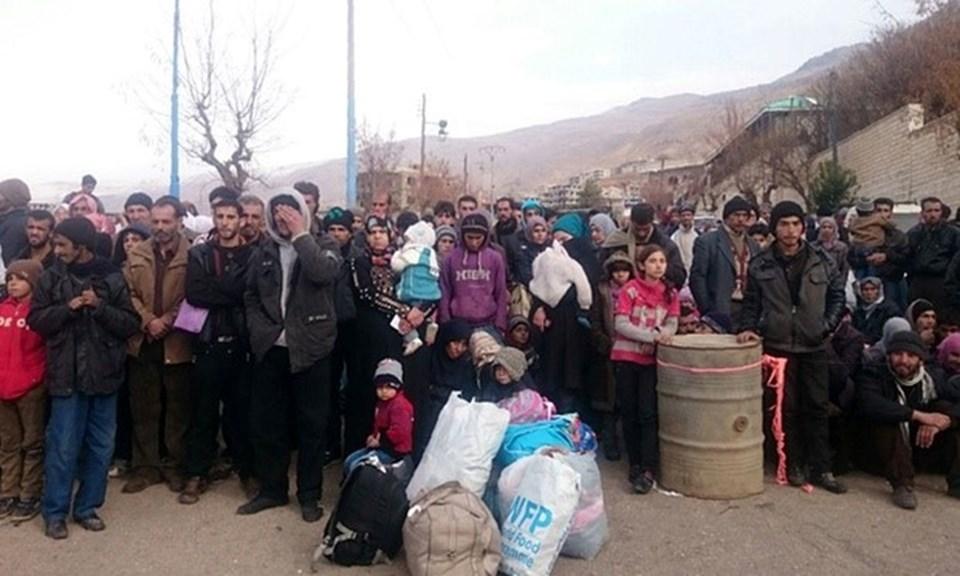 Suriye'de çatışmaların yaşandığı bölgelerde açlık da kol geziyor. 70 bin insan ilaç ve gıda yetersizliği nedeniyle yaşamını yitirdi.