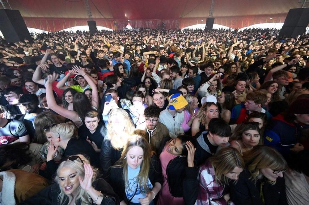 İngiltere'de aylar sonra ilk müzik festivali - 14