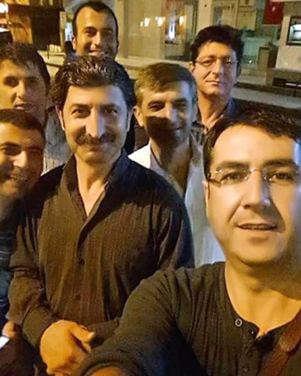 Patlamada hayatını kaybeden Nevzat Sayan (en arkada sağda), Yılmaz Elmascan (solda), Bilgen Parlak (ortada) ve Rıdvan Akgül'den (fotoğrafı çeken) geriye aynı karede çekildiği bu fotoğraf kaldı.