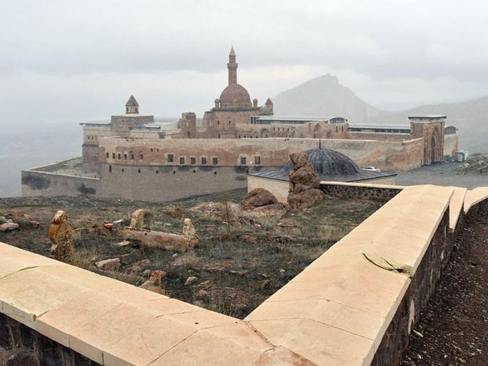 İshak Paşa Sarayı corona virüs tedbirleri kapsamında ziyarete kapatıldı