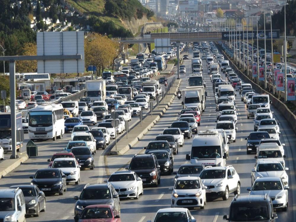 Hafta sonu kısıtlaması öncesi İstanbul trafiği kilit - 6