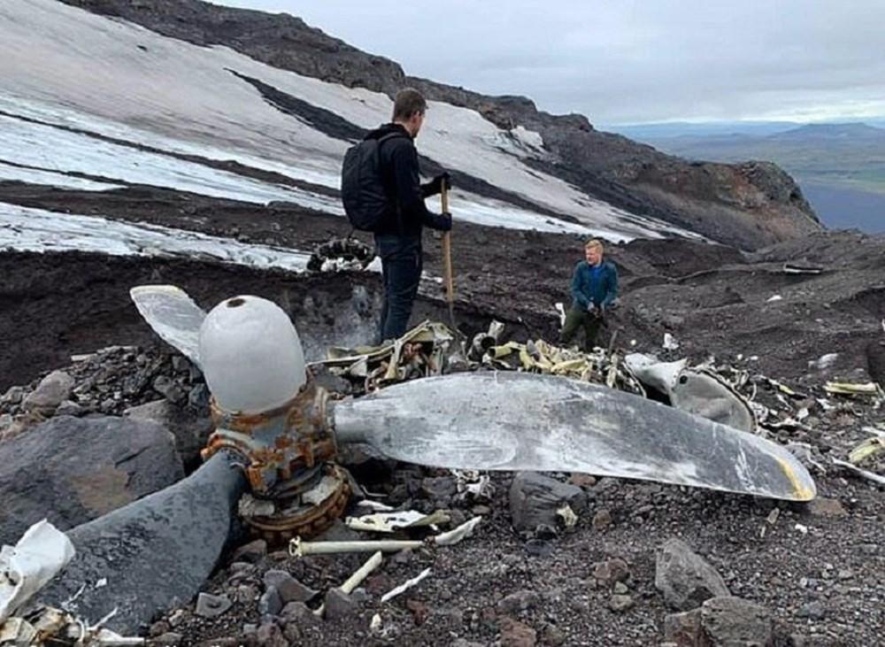 Buzlar eridi, 76 yıl önce düşen uçak gün yüzüne çıktı - 3
