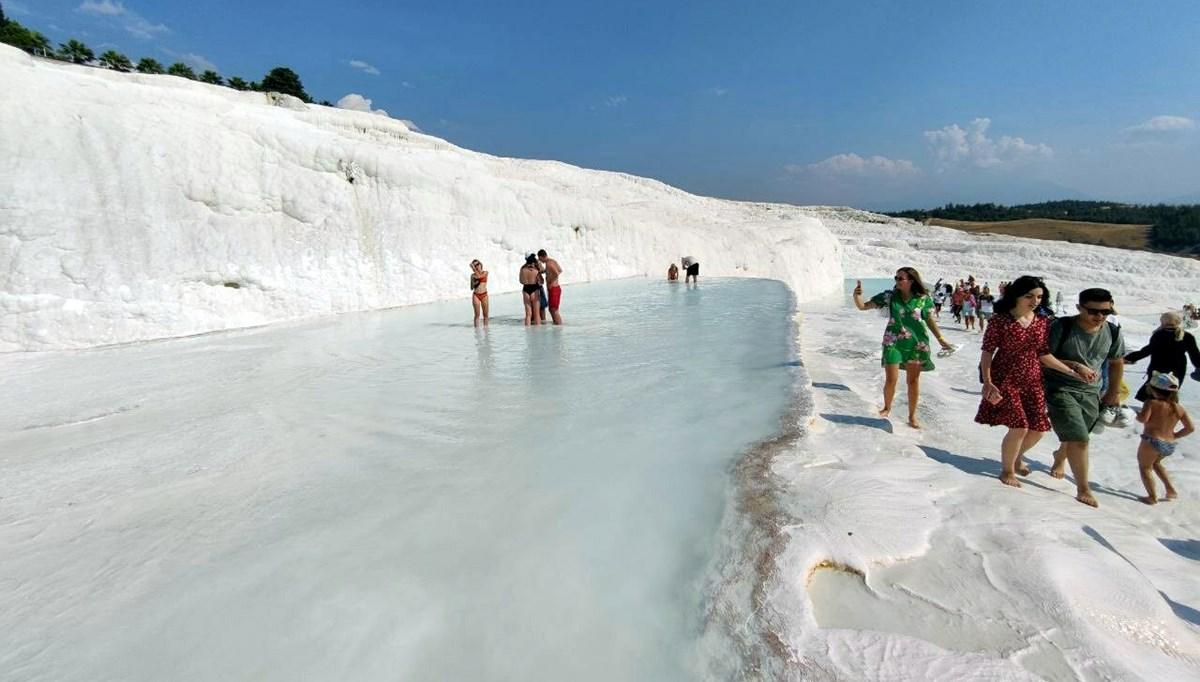 'Beyaz cennet' Pamukkale'ye sonbaharda da turist akını