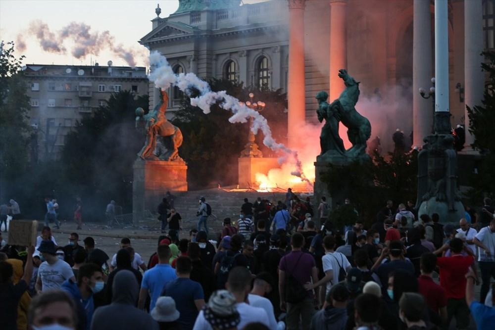 Sırbistan'da Covid-19 tedbirlerine karşı gösteriler sürüyor - 15
