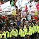 İngiltere'nin başkenti Londra'da onbinlerce kişi sokaklara döküldü.