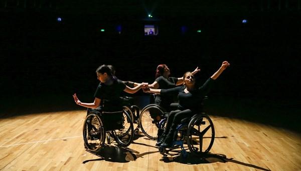 Tekerlekli Sandalye Dans Projesi 6 yıldır sahnede