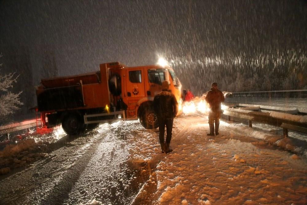 Sivas-Tokat karayolu yoğun kar yağışı dolayısıyla trafiğe kapandı - 4