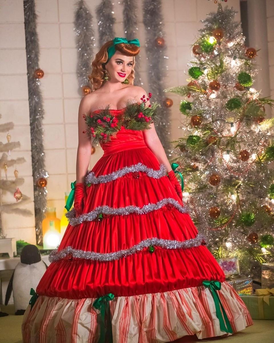 Katy Perry'den yeni şarkısına Noel topuzlu tanıtım