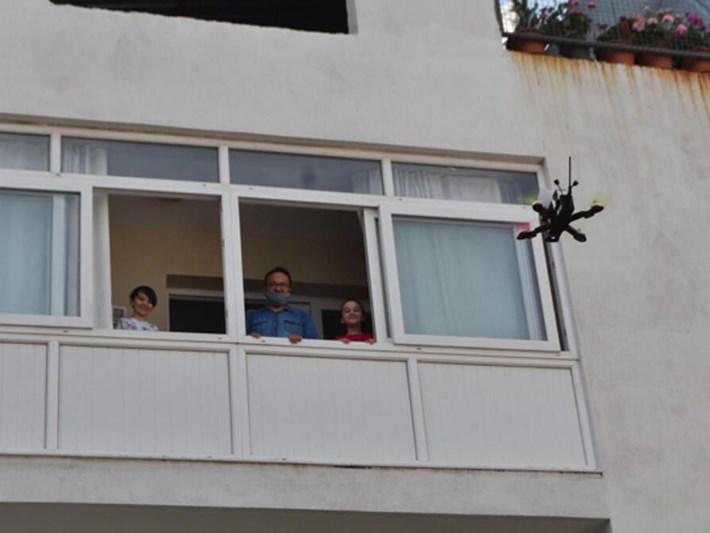 Drone ile bayram harçlığı (İzmir ve Ankara'da çocuklara sürpriz)