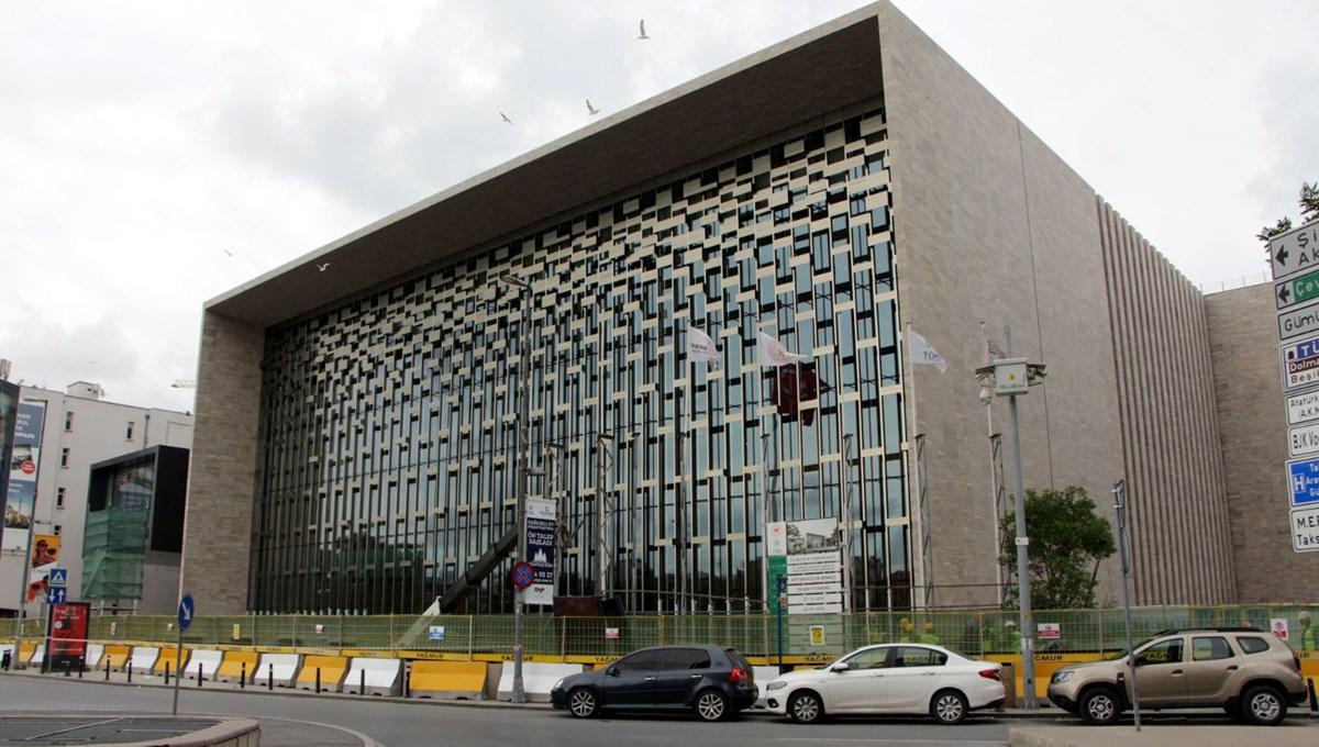 Atatürk Kültür Merkezi'nde (AKM) sona doğru: Panolar kaldırıldı, ön cephesi ortaya çıktı