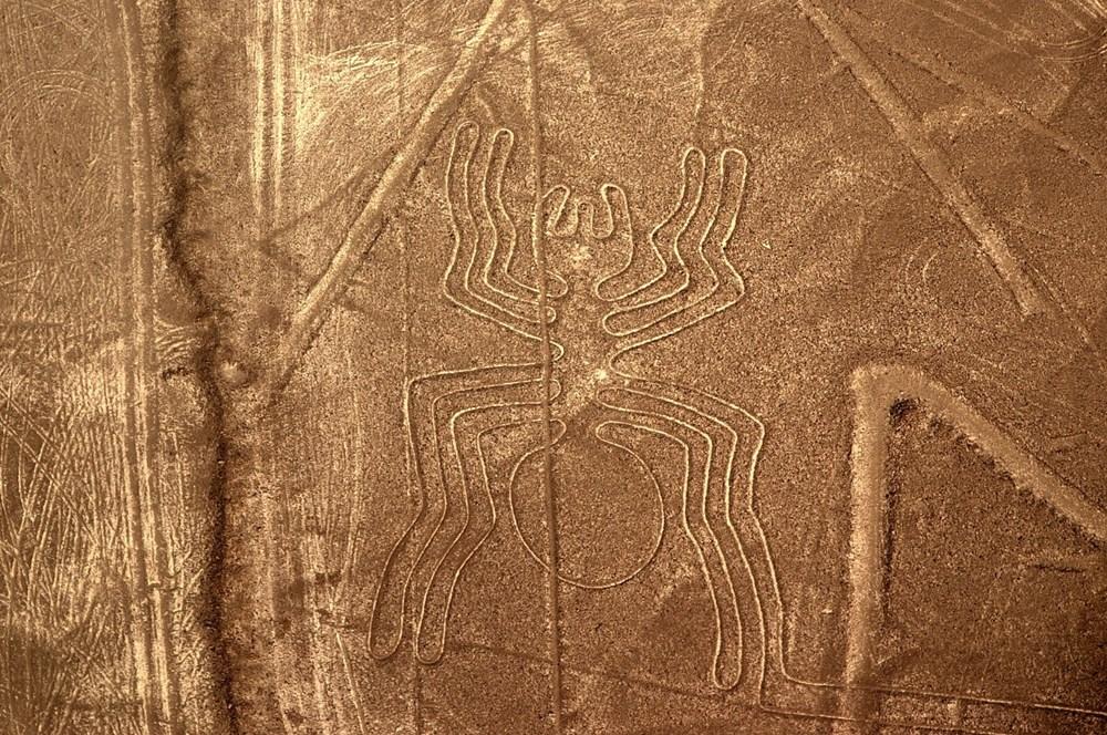 Peru'da arkeologlar bir yamaca çizilmiş 2 bin yıllık kedi figürü keşfetti - 4