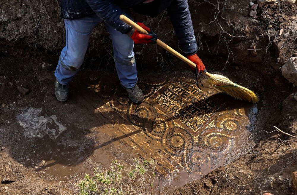 İzmir'de kaçak kazı sırasında manastır ve 1500 yıllık mozaik bulundu - 14