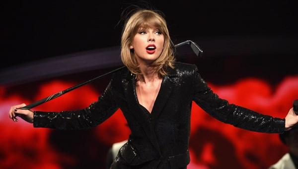 Taylor Swift Billboard tarafından On Yılın Kadını seçildi
