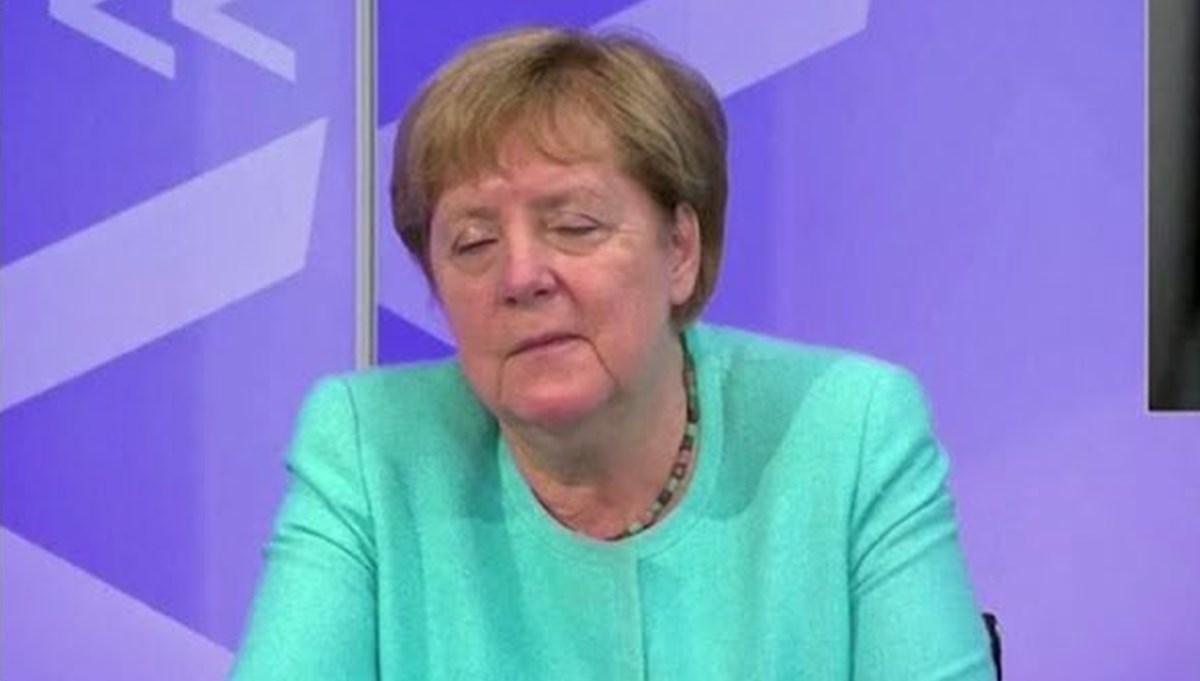 Angela Merkel televizyonda uyuya kaldı