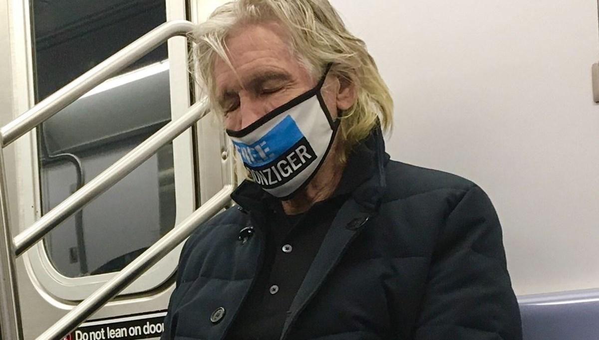 Roger Waters metroda uyuya kaldı (Toplu taşıma kullanan ünlüler)