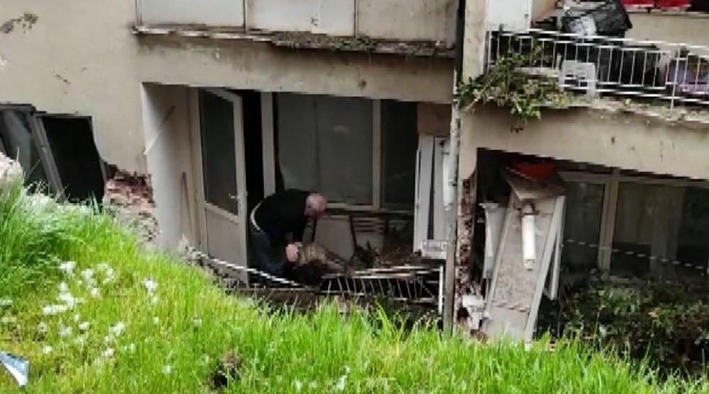 Bursa'da istinat duvarı çöktü: 3 apartman tahliye edildi - 2