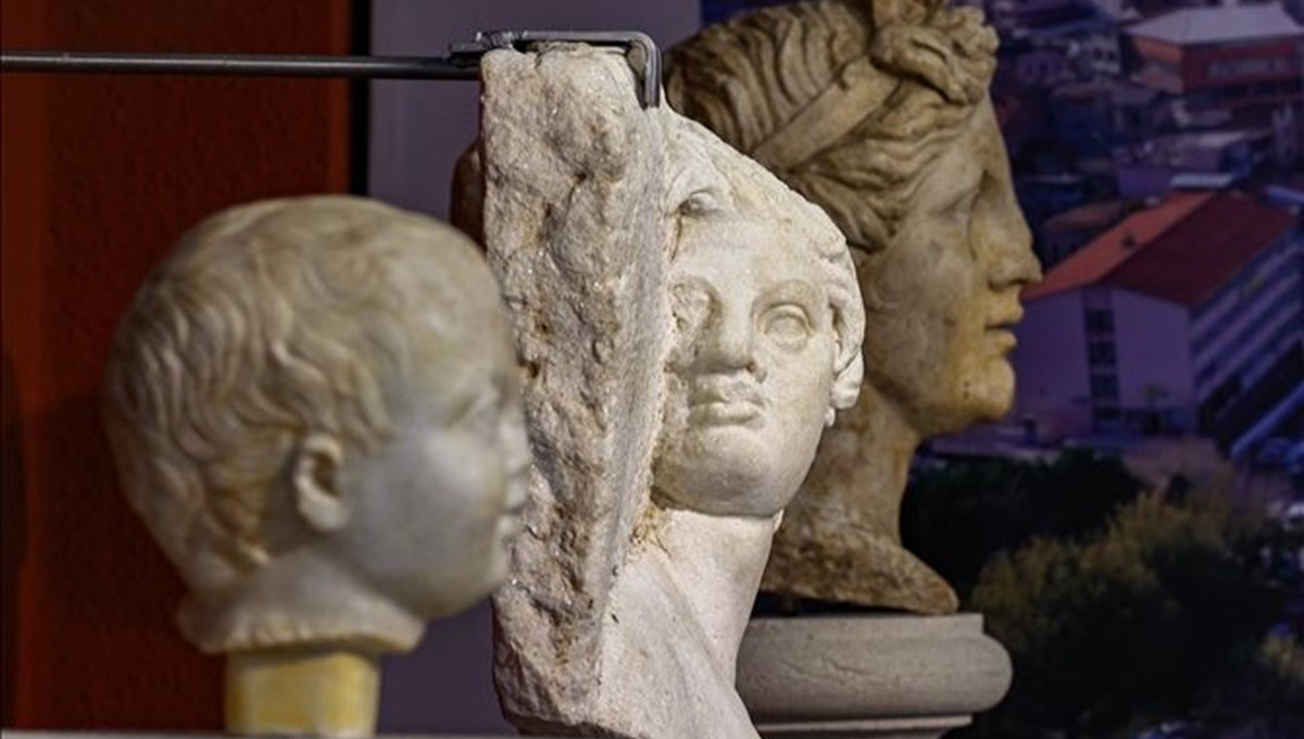 Roma döneminden kalma heykeller restorasyon sonrası ilk kez İzmir Arkeoloji Müzesi'nde