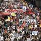 İstanbul'da Taksim Meydanı'nda toplanan binlerce kişi internet yasaklarını ve sansürü protesto etti.