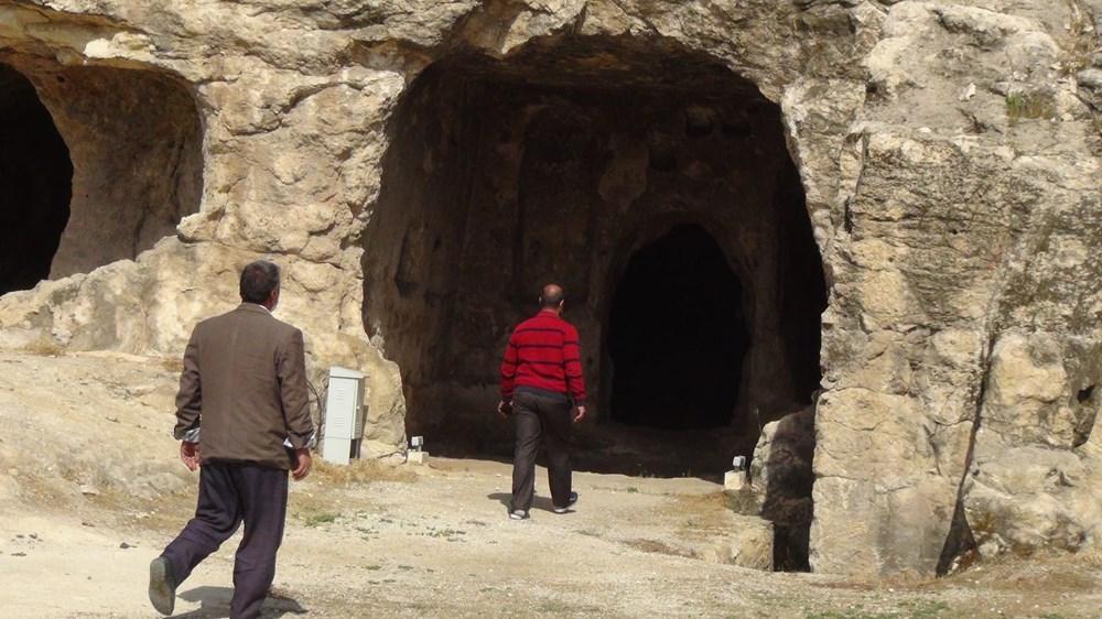 Şanlıurfa'da 2 bin yıllık tarihi kaya mezarları ziyarete açıldı - 4