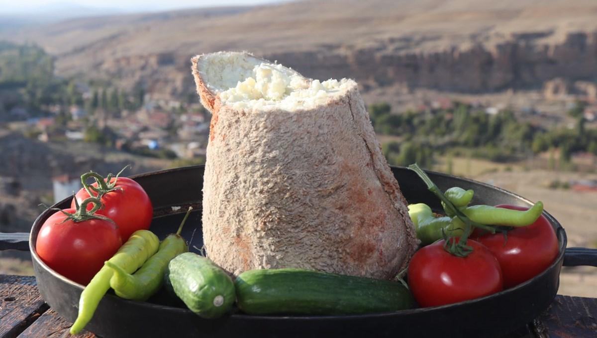 """Karaman'ın """"Türk rokforu"""" olarak dünya çapında ünlenen Divle peyniri sofralarda"""