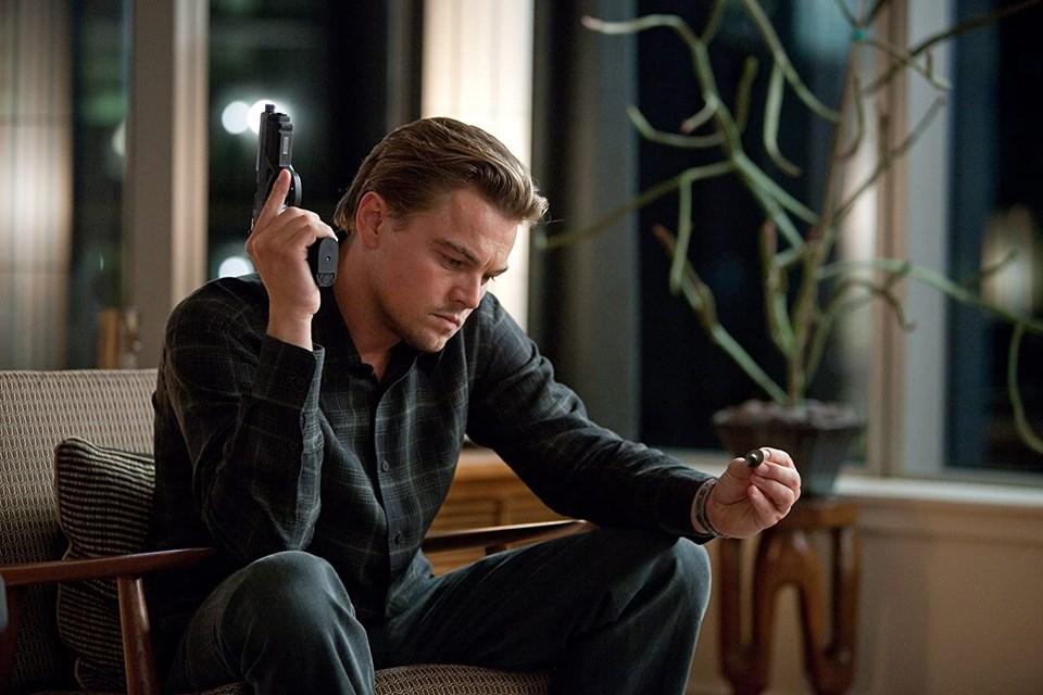 DiCaprio filminde insanların rüyalarına müdahil olabiliyordu.