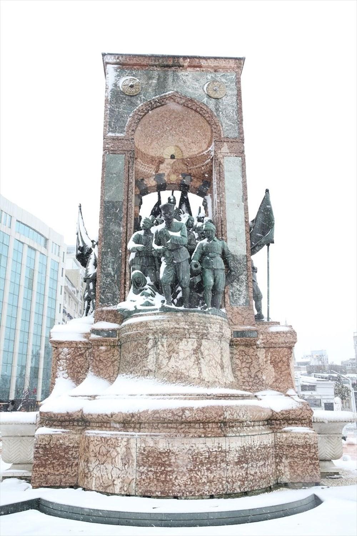 İstanbul'da kar yağışı devam ediyor - 34
