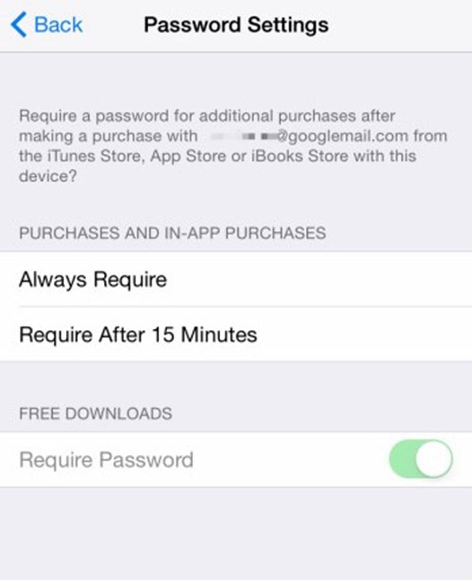 """App Store için şifre ayarları menüsüne giren kullanıcılar """"Require Password"""" (Şifre gerektirir) seçeneğini aktif veya pasif hale getirebiliyor."""