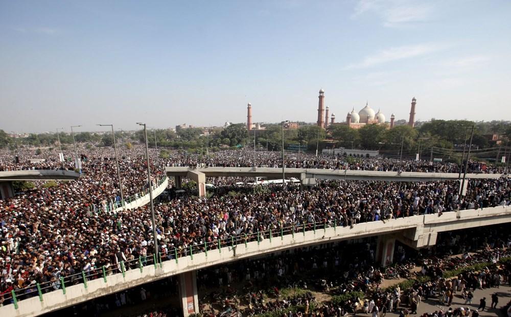 Pakistan'da on binler cenazeye katıldı - 5