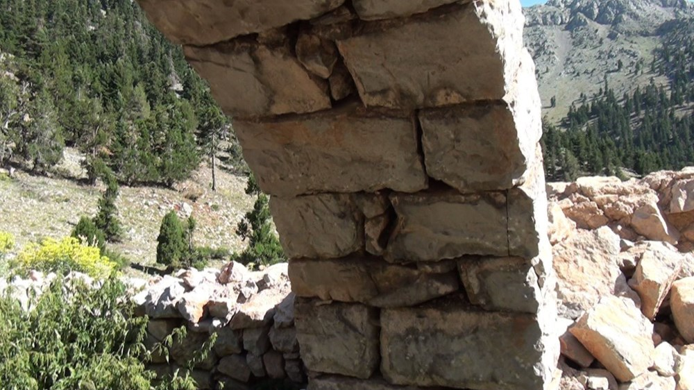 Tarihi Nodar Han ve hana ait kemerli kuyu define avcıları tarafından talan edildi - 2