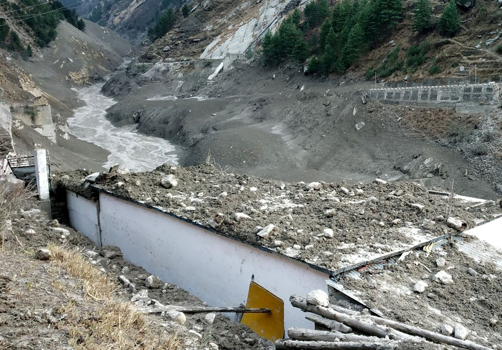 Hindistan'da nehre düşen buz kütlesi sele neden oldu: 170 kayıp, 14 ölü - 4