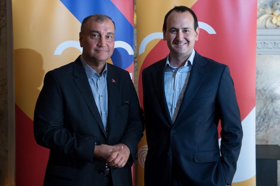 Murat Ülker (57) ve CEO Cem Karakaş (42) pladis'in büyüme hedeflerini anlattı. Koç Holding kökenli Dr. Cem Karakaş, Erdemir'de CFO'luk yaptı. 100'den fazla şirketin satınalma işlemindeyer aldı...