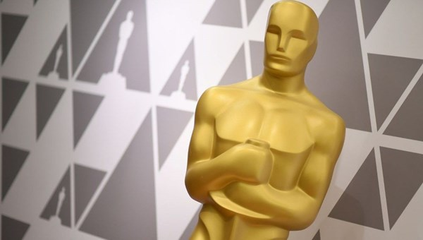 Akademi 2021 Oscar törenini erteleme kararını tartışıyor