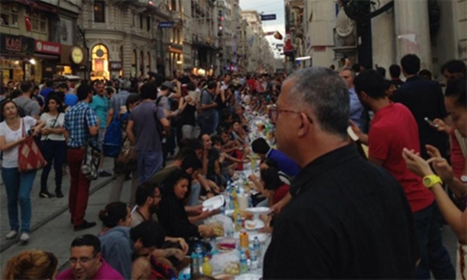Taksim'den iftar manzaraları (FOTO GALERİ İÇİN TIKLAYIN)