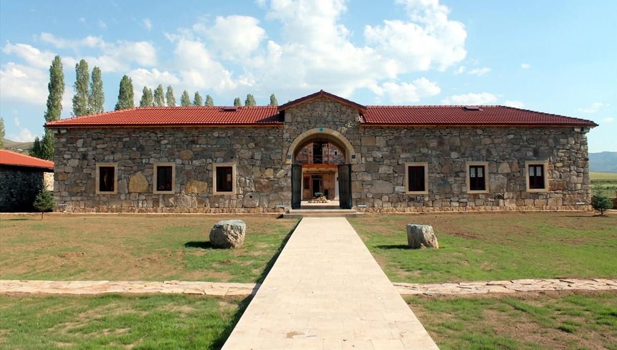 Bayburt'un ödüllü Kenan Yavuz Etnografya Müzesi'nin ziyaretçileri Selçuklu mimarisi handa ağırlanacak