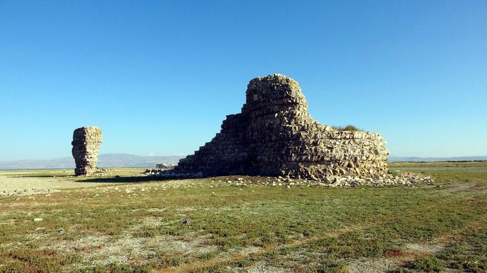 Van Gölü'nde sular çekilince tarihi Erciş Kalesi ortaya çıktı - 3