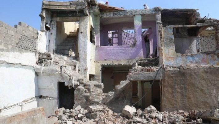 Diyarbakır Bağlar'da metruk binalar yıkılıyor